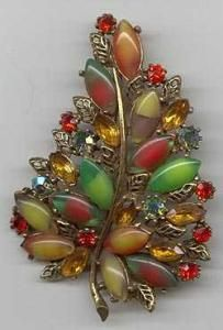 Pretty Autumn brooch - I love seasonal jewelry.