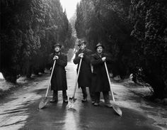 View Gravediggers, Dublin by Evelyn Hofer on artnet. Browse more artworks Evelyn Hofer from Galerie m. Tokyo Museum, Milwaukee Art Museum, Victoria And Albert Museum, Museum Of Fine Arts, New Artists, Metropolitan Museum, White Photography, Street Photography, Art World