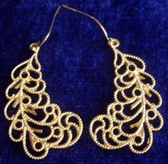 Beautifully crafted vintage feather earrings $2!