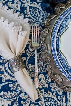 Blue and White Tablescape ♡ teaspoonheaven.com