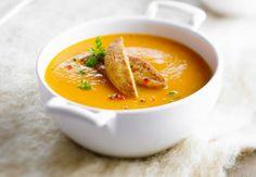 Soupe de carottes Les ingrédients: 700 g de carottes – 2 oignons – 2 échalotes – 2 cuil à soupe d'huile d'olive – 2 feuilles de laurier – 1 cuil à café de coriandre hachée – 200 g d'escalope de dinde – sel – poivre – La recette : Dans une cocotte, faire revenir dans 1 cuil d'huile les oignons et les échalotes émincés, ainsi que les carottes en ...