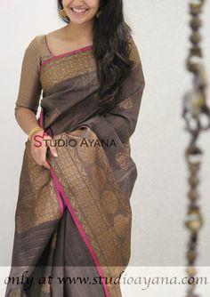 Image gallery – Page 313352086571294007 – Artofit Simple Sarees, Trendy Sarees, Stylish Sarees, Fancy Sarees, Cotton Dress Indian, Dress Indian Style, Indian Outfits, Saree Blouse Neck Designs, Saree Blouse Patterns