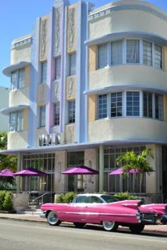 South Beach: Your Art Deco Destination. We have the insider look of what to expect in the alluring Art Deco District Miami Hotel Interior Designs South Beach Miami, Miami Florida, South Florida, Miami Art Deco, Art Nouveau, Estilo Art Deco, Parasols, Art Deco Buildings, Art Deco Design