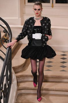 ojaletes como vimos en Chanel...Saint Laurent