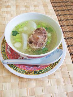 "Oxtail Daikon Soup (bone ""healing"" part 5) 牛尾白萝卜汤 ~ Teczcape-An Escape to Food"
