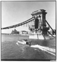 Járai Rudolf: Kishajó a Lánchíd pillérénél, 1946. / Chain Bridge, Budapest, Hungary, After World War II.  The retreating Germans blew up the bridge to prevent the Russian troops from following them.