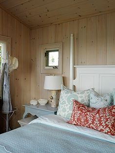 Sarah Richardson Design - Sarah's Cottage - Bunkie