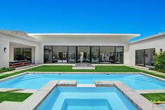 Symmetry Taller ceiling in main living area Outdoor living in the frame o the house U Shaped House Plans, U Shaped Houses, Pool House Plans, Modern Outdoor Kitchen, Outdoor Living, Villa Plan, Palm Springs Style, Backyard Pool Designs, Modern Pools