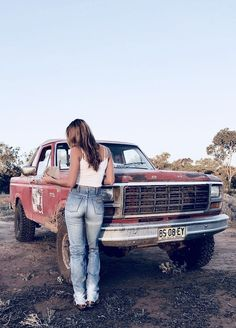 Lovely Ladies And The Truck They Love These Girls Love Diesel Trucks. ♂These Girls Love Diesel Trucks. Country Girl Truck, Hot Country Girls, Cute N Country, Country Women, Country Trucks, Country Girl Style, Trucks And Girls, Car Girls, Bicicletas Raleigh