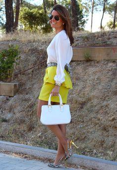 In Yellow / Falda Oh My Looks : En amarillo 4-6-2014  Skirt : Oh My Looks Shop (info@ohmylooks.com) ; Bag / Bolso : BARADA   Shoes / Zapatos : Pilar Burgos Limited edition