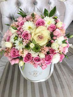 www.jadorelesfleurs.com #JLF #JadoreLesFleurs #Flowers #Christmas #boxedflowers #loveit #pinkflowers #pink