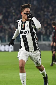 Paulo Dybala is a new idol Football Players Photos, Soccer Players, Juventus Players, Juventus Fc, Juventus Italia, Barcelona E Real Madrid, Soccer Post, Juventus Wallpapers, Cr7 Junior