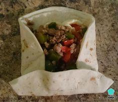 Receta de Burritos mexicanos de carne picada - Paso 6 Food Network Recipes, Cooking Recipes, Healthy Recipes, Beef Fajita Recipe, Torta Recipe, Crunch Wrap, Tacos And Burritos, Chimichanga, Mexican Food Recipes