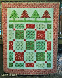 I have always wanted to do a Christmas Quilt - this looks totally do-able!