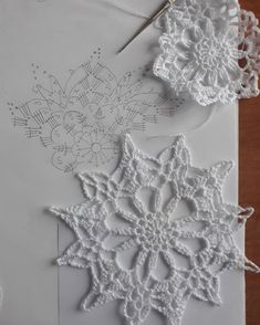 New crochet christmas snowflakes pattern cross stitch ideas Mandala Au Crochet, Crochet Snowflake Pattern, Christmas Crochet Patterns, Crochet Christmas Ornaments, Crochet Stars, Crochet Motifs, Holiday Crochet, Crochet Snowflakes, Crochet Diagram