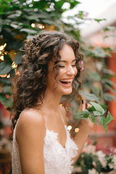 Elegant Wedding Hair, Wedding Hair Down, Wedding Hair And Makeup, Hair Makeup, Wedding Hair Curls, Formal Hairstyles, Bride Hairstyles, Curly Wedding Hairstyles, Bridesmaid Hair