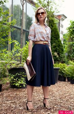 Love the thick belt to define the waist and the patterned button up with the plain skirt. Beautiful outfit.