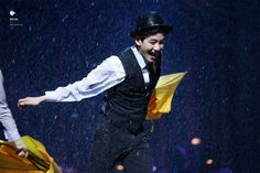 Haha looks like baekhyun's having fun