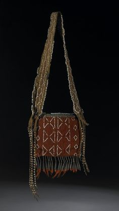 Bag GrLakes Rectangular flat pouch or bag, with strap, fingerwoven of wool. The flat bag is constructed from one or two pieces of red wool plaited cloth, with a central resist [undyed] paler horizontal s Native American Baskets, Native American Indians, Jim Wilson, Shooting Bags, Woodland Indians, Finger Weaving, Powder Horn, Metal Comb, Iroquois