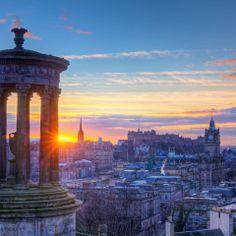 Wer erkennt die Stadt? Sie wird auch 'Athen des Nordens' genannt. http://www.lastminute.de/reisen/schottland/edinburgh/?lmextid=a1618_180_e301023