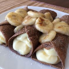 Chocolate Protein Crepes stuffed with a Banana Crème Pudding & topped with Caramelized Bananas! Banana Cream Pudding, Pudding Corn, Suet Pudding, Biscuit Pudding, Figgy Pudding, Tapioca Pudding, Butterscotch Pudding, Pudding Pies, Pudding Desserts