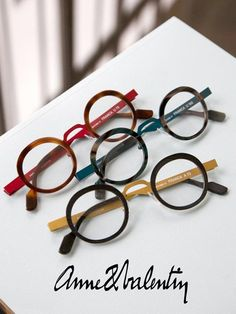 Anne et Valentin- Private Showing Cool Glasses, New Glasses, Glasses Frames, Glasses Style, Cute Frames, Fashion Eye Glasses, Rose Colored Glasses, Framing Photography, Reading Glasses