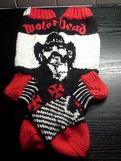 Motörhead-Lemmy sukat pattern by Katja Korhonen Knit Mittens, Knitting Socks, Mitten Gloves, Knit Socks, Ravelry, Lemmy Motorhead, Knitting Patterns, Crochet Patterns, Cool Socks