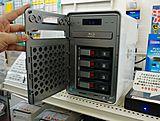 いいね! Blu-ray搭載のNASが来月発売、RAID5対応 - AKIBA PC Hotline!