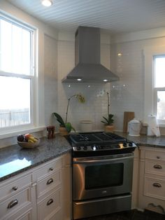 I love that the oven/stove is in the corner: a perfectly wasted use of counter space otherwise