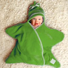 The popular fleece Star Shaped Baby Wrap in 'Naturals' colour range - 3 sizes direct from Tuppence & Crumble. Star Blanket, Diy Bebe, Baby Towel, Wishes For Baby, Baby Warmer, Baby Wraps, Baby Outfits Newborn, Our Baby, Baby Shawer