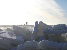 Ådskär, Kaskinen Finland.  Kevään viimeiset jäät rannalle työntyneenä.