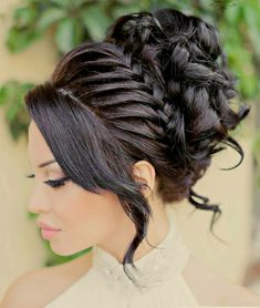 Travel back in time with our beautiful selection of medieval and renaissance hairstyles, and learn how to make some of them yourself! Quince Hairstyles, Fancy Hairstyles, Bride Hairstyles, New Year's Eve Hair, Renaissance Hairstyles, Hair Upstyles, Quinceanera Hairstyles, Loose Waves Hair, Hair Designs