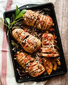 As elegant as it is delicious, this easy vegan recipe for Hasselback Butternut is guaranteed to be the star of any dinner table. Vegan Gluten Free, Vegan Vegetarian, Cut Butternut Squash, Pecan Nuts, Vegan Recipes Easy, Dinner Table, Spicy, Dinner Recipes, Stuffed Peppers