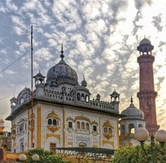 samadhi of Maharaja Ranjit Singh Duleep Singh, Maharaja Ranjit Singh, Lahore Pakistan, Architecture Images, Mughal Empire, Lonely Planet, Ruler, Taj Mahal, 19th Century