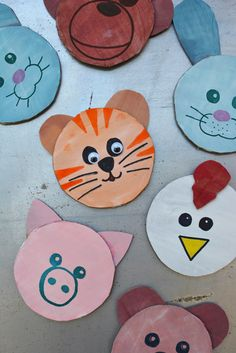 Cardboard Cutout Animal Magnets and DIY Magnet Board #preschool #animalcraft #kidscraft