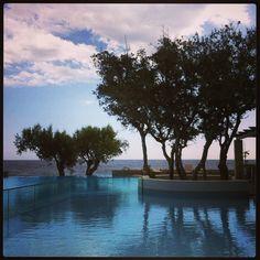 #beforethestorm #myviewnow #holidays #lastdays #poolside #bythepool #kakosbeach #hotel #ierapetra #crete