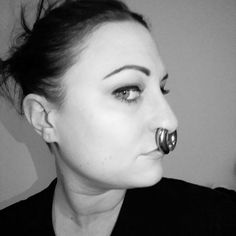 Beauties with strong personality and expression and stretched septum rings from Feel free to submit your own facial pictures to express yourself. Septum Piercing Girl, Spiderbite Piercings, Piercings For Girls, Facial Piercings, Piercing Tattoo, Septum Ring, Double Tongue Piercing, Double Cartilage Piercing, Prinz Albert Piercing