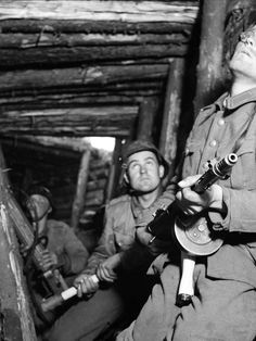 Finnish soldiers take shelter at the defensive VT-line during the Soviet Vyborg–Petrozavodsk Offensive, 16 June 1944 : HistoryPorn Eastern Front Ww2, Modern Photographers, Take Shelter, War Image, Troops, Soldiers, Panzer, Armed Forces, World War Two