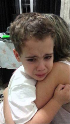 """Pai ameaça criança dizendo que vai obrigá-la a assistir """"Zorra Total"""""""