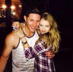 Jensen reunites with cast of Ten Inch Hero Jensen Ackles Family, Jensen Ackles Jared Padalecki, Jared And Jensen, Jensen Ackels, 10 Inch Hero, Elisabeth Harnois, Bae, Girls Girls Girls, Supernatural