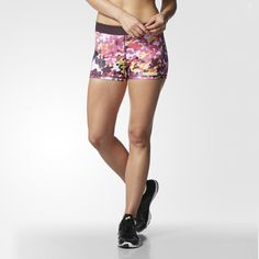 When you train every day, you need gear you can count on. Made with a compressive fit and moisture-wicking performance fabric, these women's print shorts feature a wide comfort waistband that won't dig or chafe. Wear them solo or under running shorts for extra coverage and support.