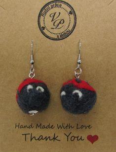 Ručně vyráběné plstěné náušnice.  Technika plstění jehlou. Crochet Earrings, Drop Earrings, Handmade, Jewelry, Hand Made, Jewlery, Jewels, Craft, Jewerly