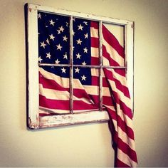 Vintage 6 pane flag window Avec le drapeau d haiti ce serait joli. Patriotic Crafts, July Crafts, Patriotic Party, Americana Crafts, Patriotic Wreath, Country Crafts, Country Decor, Wood Crafts, Diy And Crafts