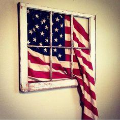 Vintage 6 pane flag window Avec le drapeau d haiti ce serait joli. Fourth Of July Decor, 4th Of July Decorations, July 4th, Memorial Day Decorations, Patriotic Crafts, July Crafts, Patriotic Party, Americana Crafts, Patriotic Wreath