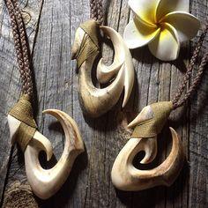 いいね!105件、コメント1件 ― 北林 和也さん(@kz_bone)のInstagramアカウント: 「仕上げ!whale bone hook良い柄が出てます(^ ^)是非お立ち寄り下さい! #kzbone#bonehook#bonecarving…」