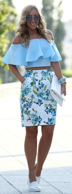 Blue top and floral skirt - LadyStyle Skirt Outfits, Casual Outfits, Fashion Outfits, Womens Fashion, Floral Outfits, Floral Skirts, Modern Outfits, Casual Clothes, Spring Summer Fashion