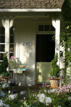 The entrance to a home should be inviting... much like this one ~ where you just want to step inside!