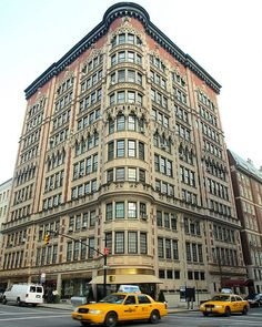 Having An Appartment In New York Would Be Amazing And Wonderful For A  Fashion Designer. Decorative Apartment Building, Upper East Side, New York  City