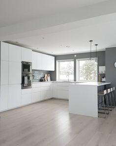 Best Indoor Garden Ideas for 2020 - Modern Luxury Kitchen Design, Kitchen Room Design, Kitchen Layout, Interior Design Kitchen, White Kitchen Decor, Home Decor Kitchen, Kitchen Furniture, Home Kitchens, Handleless Kitchen