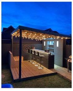 Incredible Outdoor Bar Ideas & Inspo For Your Garden #garden #bar #gardenbar Some of the most incredible outdoor bar ideas I found on Instagram. If you love hosting parties or having date nights at home then a garden bar may be just the thing you need! From tiki bars to British pubs I've found some amazing ideas for any budget! Bars made out of wooden pallets and […] Outdoor Garden Bar, Diy Outdoor Bar, Backyard Bar, Backyard Seating, Backyard Patio Designs, Outdoor Kitchen Design, Outdoor Bar Areas, Backyard Ideas, Garden Bar Shed